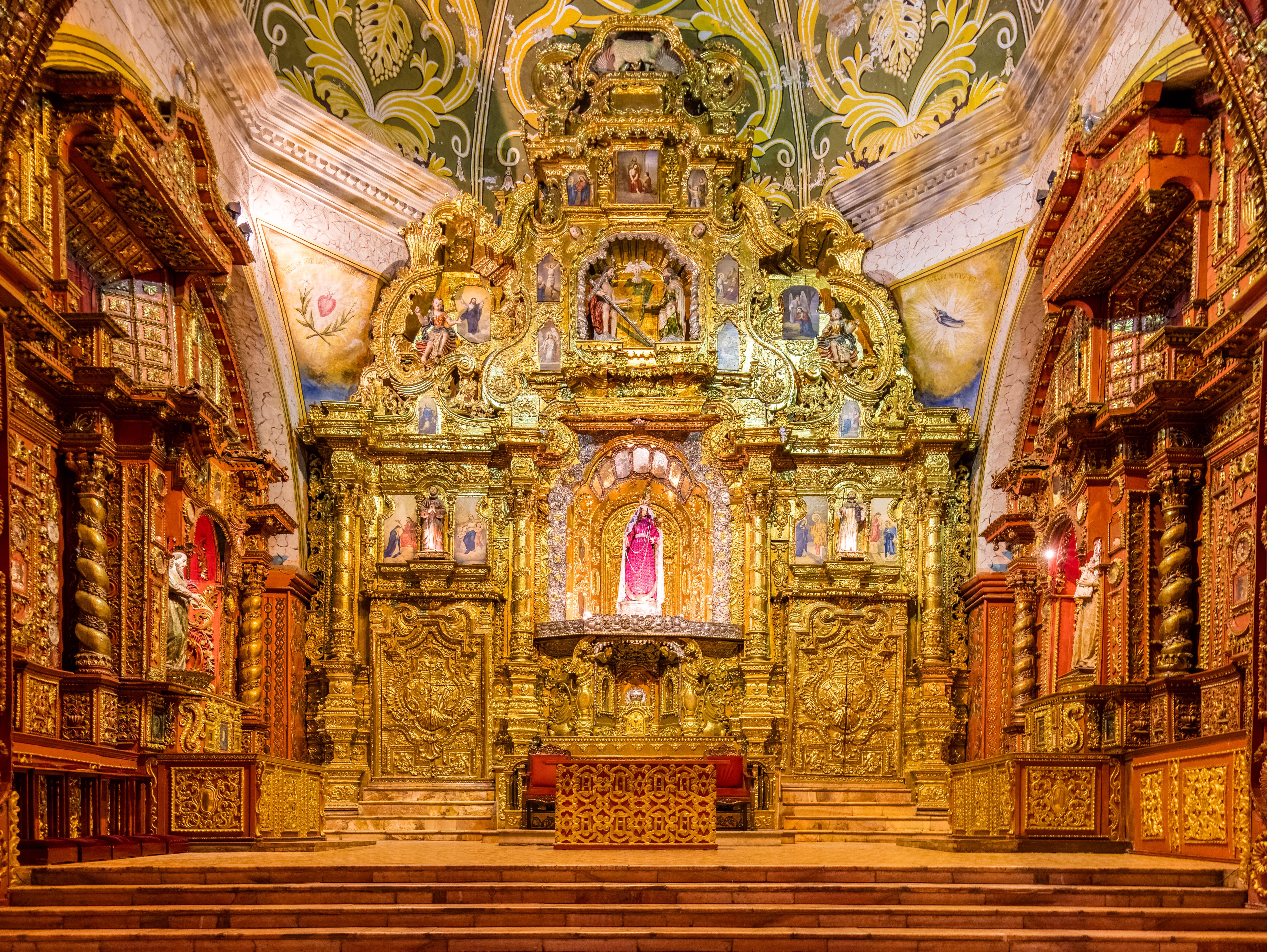Iglesia_de_Santo_Domingo,_Quito,_Ecuador,_2015-07-22,_DD_199-201_HDR.JPG